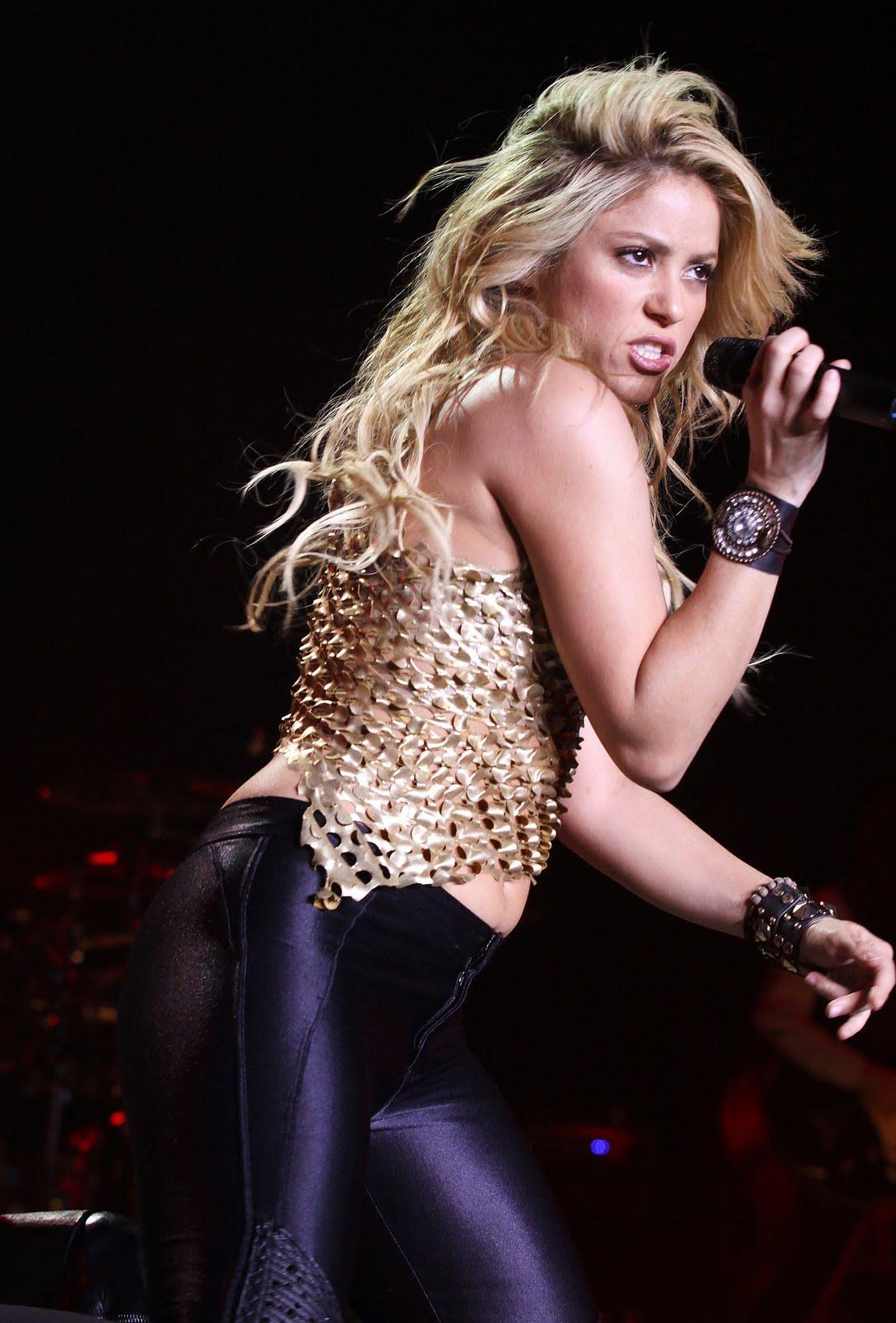 Galería » Apariciones, candids, conciertos... 78397_Shakira_PerformingliveinAssagoForuminMilanItalyMay32011_By_oTTo5_122_572lo