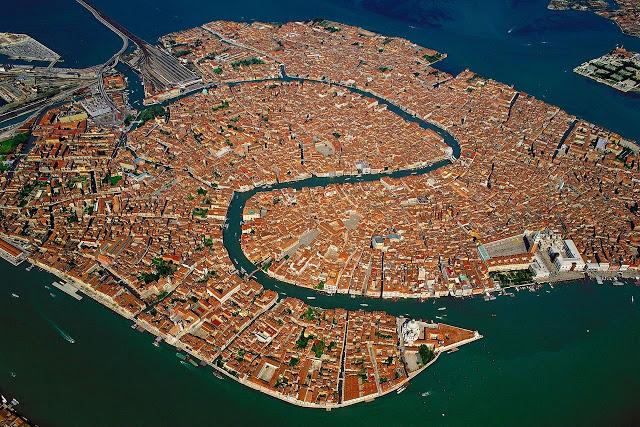 رحلة إلى مدينة القوارب البندقية '' فينيسيا  Venecia-aerea