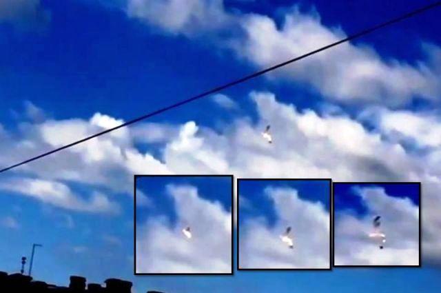 Exploding UFO releases escape pod over St. Petersburg, Russia  Ufo%2Bescape%2Bpod%2Bexploding%2Bufo