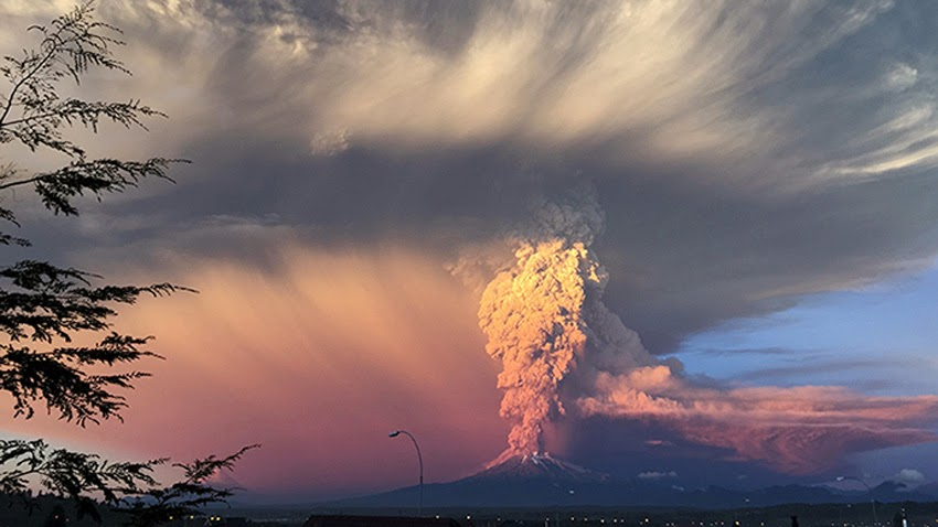 MONUMENTAL EARTH CHANGES: Surreal - Sunset Turns Massive Calbuco Eruption Into AMAZING SCENES! UPDATE: Second Explosion Even Stronger Than The First - Ash Reaches Up To 65,000 Feet High! Calcubo_volcano02