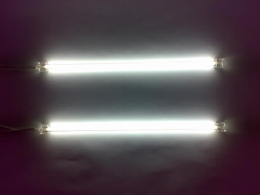 هل تعلم ان لمبات النيون تسبب الصداع!!! White-neon-lights