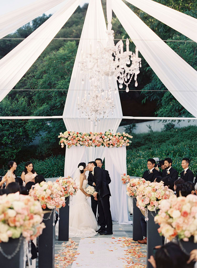 Svadbeni dekor Chandeliers-outdoor-weddings-17