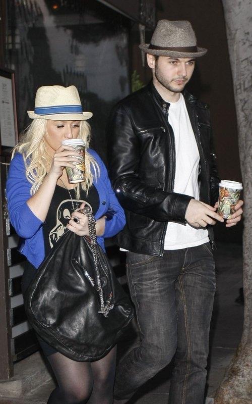 [Fotos+Video] Christina Aguilera y su Hermano yendo de Compras a Fred Segal (30/Mar/12) 3%257E49