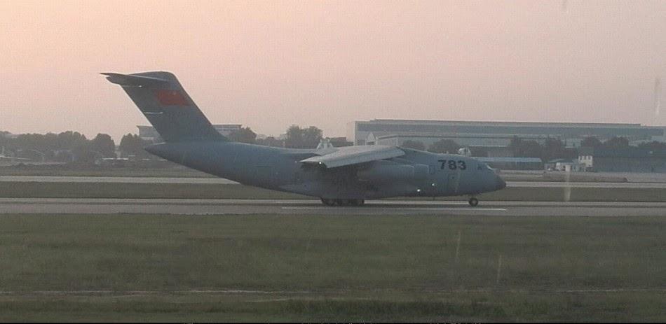 طائره النقل الثقيل الصينيه الجديده Xian Y-20  PLAAF%2BY-20%2BXian%2Btrial%2Bflights%2Bin%2Bcentral%2BChina%2B4