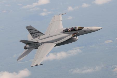 المستقبل المنظور للقوات الجوية  الجزيرة العربية Advanced-Super-Hornet%2B