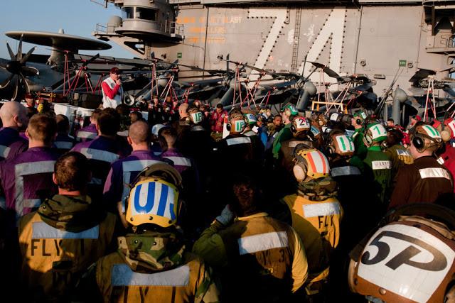 Porta-aviões (M570 - 43PM/2011)  U.S.-Navy-photo-by-Mass-Communication-Specialist-3rd-Class-Kenneth-Abbate8
