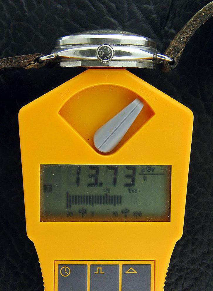 Mesures radio-activité de montres vintages Geiger-Counter-Panerai-back