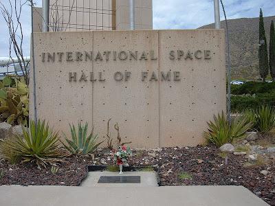 65ème anniversaire du premier vol d'un animal dans l'Espace 800px-Grave_of_Ham_the_Astrochimp