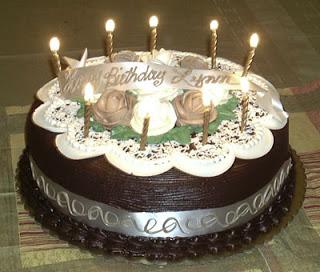 عيد الاعياد... عيد ميلاد المتمردة 12_28_00-lit_birthday_cake%5B1%5D