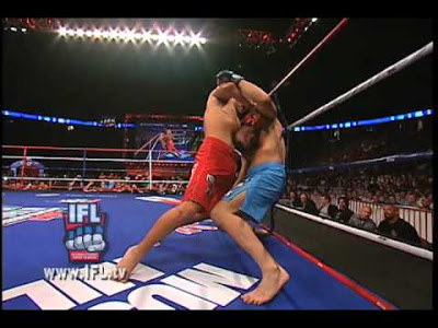 10 MMA Photos That Will Scare Your Children and Make You Cry Gullotine