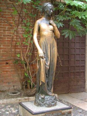 Statues à Toucher Casa_di_Giulietta_Juliet_Statue