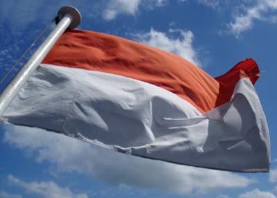 ESAI: Negara Manakah Terkaya di Dunia? Bendera-indonesia%20(1)