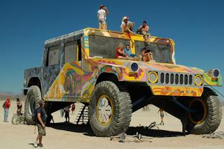 Burning Man , el festival del desierto  HUMMER-crashes-Burning-Man-in-a-big-way_50245_1