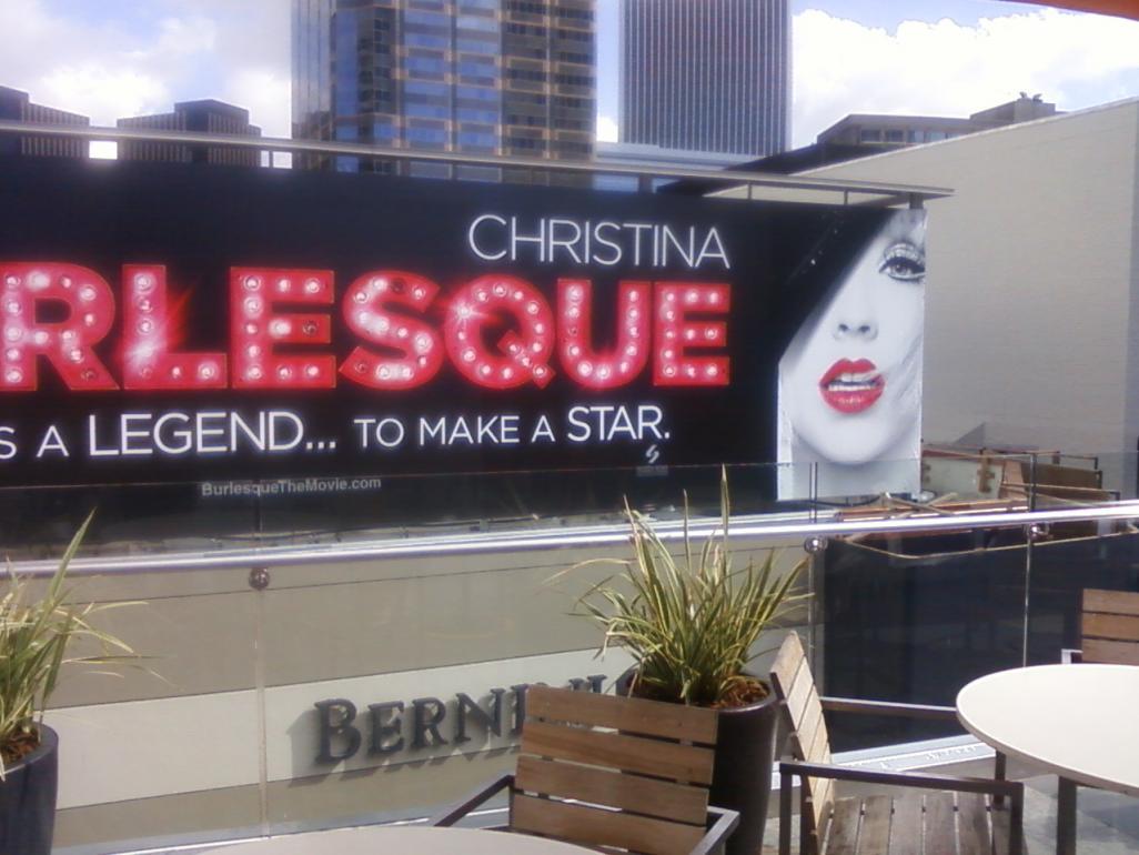 [Fotos] Comienza la Promo 'Burlesque' en las Salas de Cine (Reunamos Fotos) - Página 2 Centurycity2