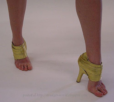 FUNNY PICTURES - Page 2 Funny-women-shoes