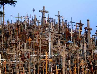 Të Vërtetat e Fshehura - Faqe 11 Hill-of-crosses