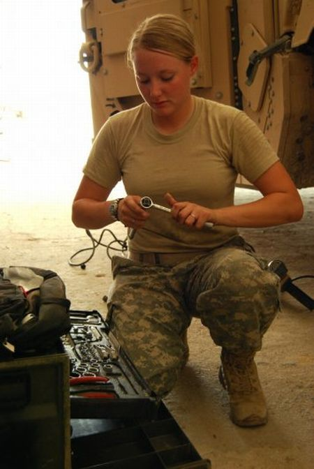 Le kaki au féminin - Page 2 Us_army_girls_12
