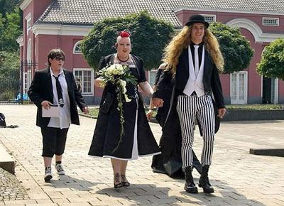 عرسان اخر زمن Funny_wedding_pictures_53