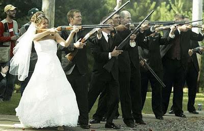 عرسان اخر زمن Funny_wedding_pictures_37