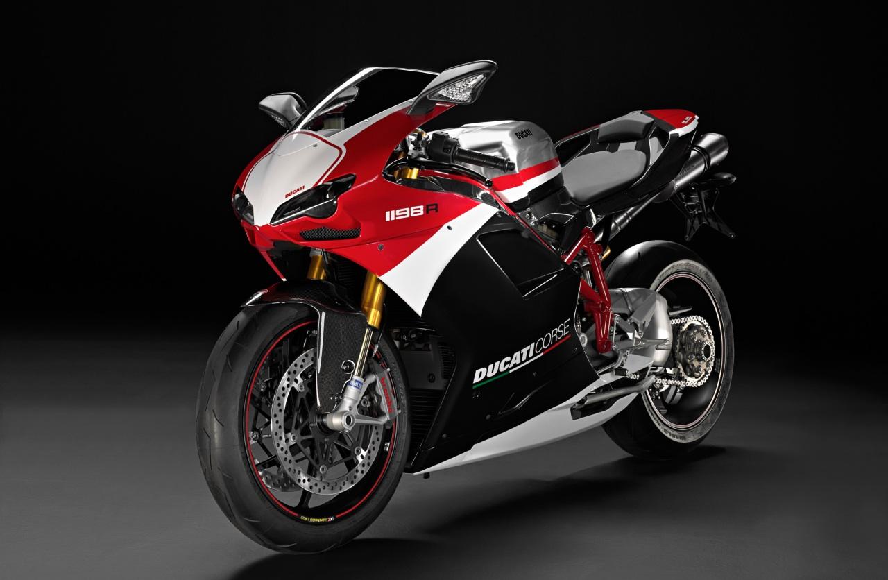 CR Carole le 22_07_2010 - Page 2 2010-Ducati-1198R-Corse-Special-Edition-Motorcycle-Wallpaper