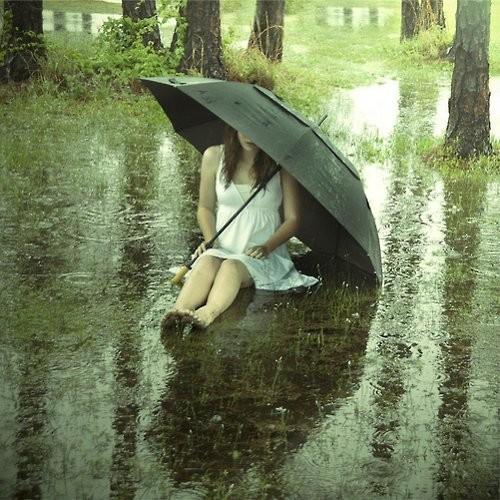 Kisa - Page 2 Girl_rain_sadness_umbrella_outdoors-f5261232e55d024ed92f1656e71c4e7a_h_large