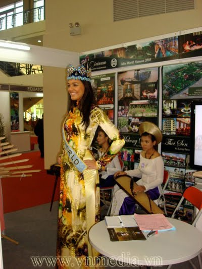 Kaiane Aldorino - Miss World 2009- Official Thread (Gibraltar) - Page 3 Small_255795