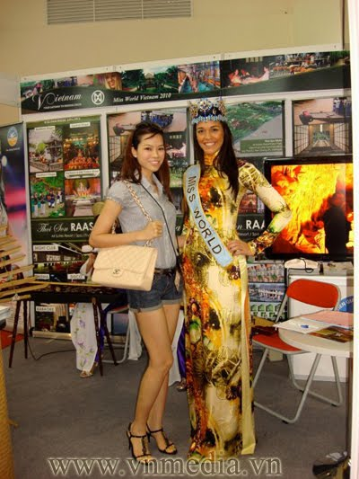 Kaiane Aldorino - Miss World 2009- Official Thread (Gibraltar) - Page 3 Small_255796