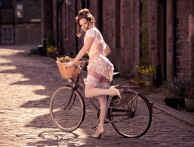 Ljepotice i bicikli Pinup_bike_2