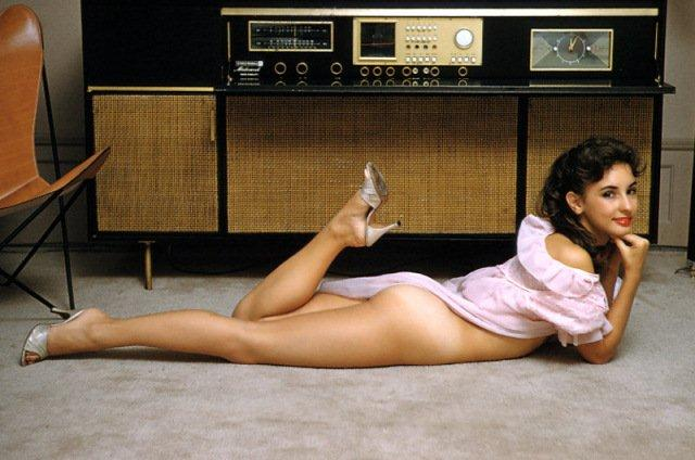 """Efeito WAF """"The Golden Age of Hi-Fi (ladies-of)"""" Girl_Console_Radio"""