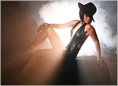 [Jolie Fille] Pour le plaisir des yeux - Page 10 Rihanna_09b_umbrella