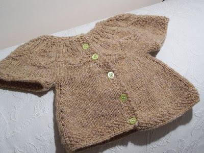 Giúp em cách đan áo em bé  này với ạ Sweater2