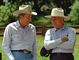 La palabra perestroika provoca nauseas al 66% de los rusos Reagan_and_Gorbachev_in_western_hats_1992