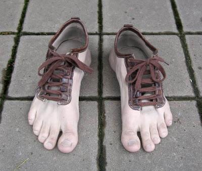 எப்படியெல்லாம் யோசிக்கிறாங்க!! Funny-shoes