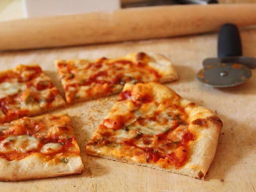 تعلمى أسرار صنع عجينة البيتزا الشهية! Pizza1