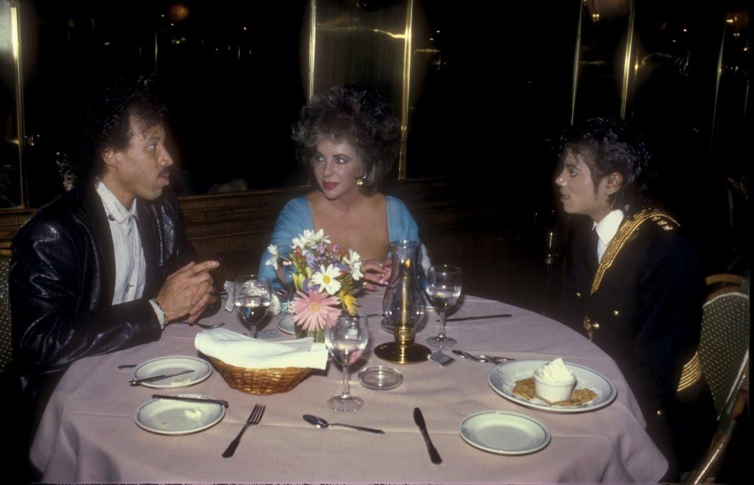 Raridades: Somente fotos RARAS de Michael Jackson. - Página 3 1986ama13
