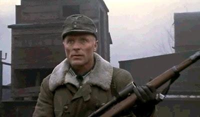 A quel film appartient cette image ?  - Page 2 Stalingrad_movie_sniper