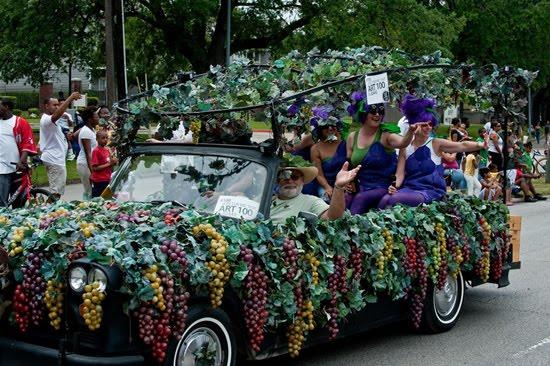 வித்தியாசமான கார்களின் அணிவகுப்பு. Houstoncarparade2010f