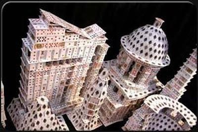 சீட்டுக்கட்டினால் செய்யப்பட்ட அழகிய வேலைப்பாடுகள்  Playing-card-sculptures-14