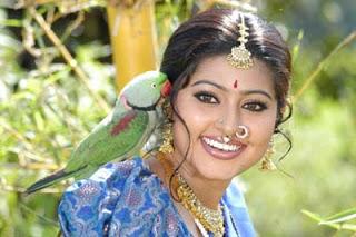 சில பார்வைகளில் கண்டறியும் பிரியம்..! Sneha01
