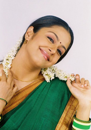 Vyjayanthimala Tamil-Actress-Jyothika-004