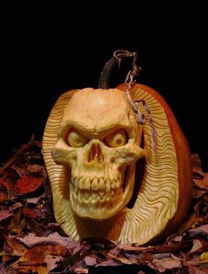 பூசணியில் செதுக்கப்பட்ட வியக்கத்தக்க உருவங்கள்  Pumpkin-carvings-06