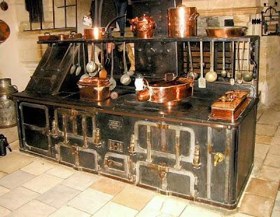 பழமை மாறாத கணப்படுப்புகள் {Antique Stove} Antique-stoves-05