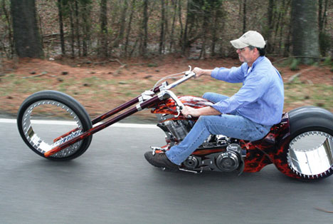 Midagi erinevat, ehk siis omapärased siklid - Page 6 Hubless-Monster-Motorcycle-Says-Amen-To-Zero-Spoke-Design-1