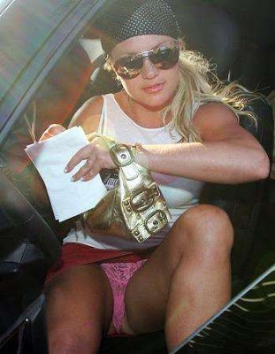Gaćice koje su obeležile.... Britney-spears-crotch-shot-in-pink-panties_349x449_list_view