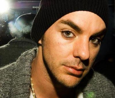 ¿Qué actor prefieres para Vegeta? - Página 4 Shannon_The_Guitar_Centre_Drum-Off_L.A._05_01_08--large-msg-120221004107