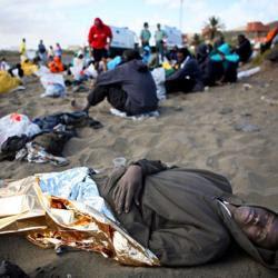 """Dicen que en Cuba... ¿La población cubana """"huye"""" del país?  Interceptados_153_inmigrantes_llegar_pateras_islas_Canarias"""