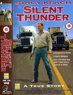 hola busco el nombre de una peli de camiones en que una camionera les dejaba adelantarle cuando venia alguien de frente en la carretera ST1