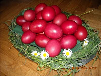 Šarena uskršnja jaja obojena biljčicama i voćem DSCN0467