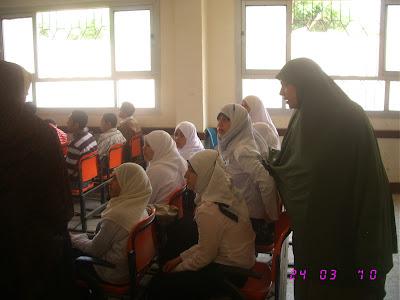 ندوة بالمدرسة قامت بها جمعية الامل للرعاية24/3/2010م IMG_2856