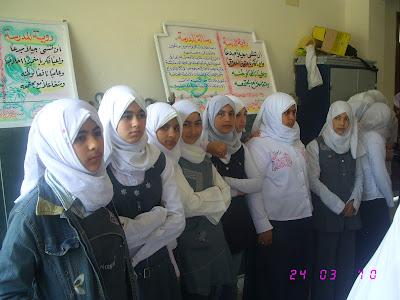 ندوة بالمدرسة قامت بها جمعية الامل للرعاية24/3/2010م IMG_2898